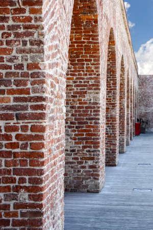 Columnas de ladrillo del antiguo edificio Foto de archivo - 40503726