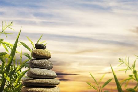 zen steine: Zen Stones with sch�ne Natur-Hintergrund Lizenzfreie Bilder
