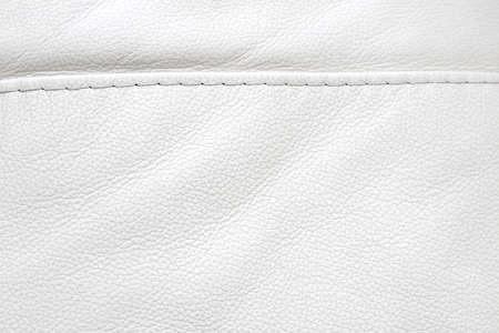 Naturleder weißer Texturhintergrund. Makro. Vintage-Mode-Hintergrund für Designer und das Komponieren von Collagen. Luxus strukturiertes Echtleder von hoher Qualität.