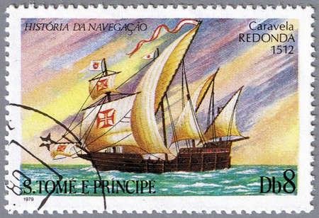 caravelle: ST. THOMAS ET LES �LES DU-PRINCE - CIRCA 1979: Un timbre imprim� � Saint-Thomas et Prince �les montre Caravel Redonda, la s�rie est consacr� � l'histoire de la navigation, vers 1979