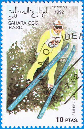 springboard: SAHARA OCCIDENTAL - CIRCA 1992: Un sello impreso en el S�hara Occidental muestra saltos desde un trampol�n, serie dedicada Juegos Ol�mpicos de Albertville, alrededor del a�o 1992