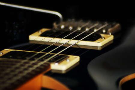エレク トリック ギターの暗い色の線