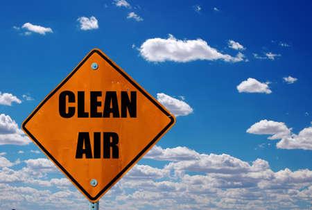 contaminacion ambiental: Signo de carretera de aire limpio