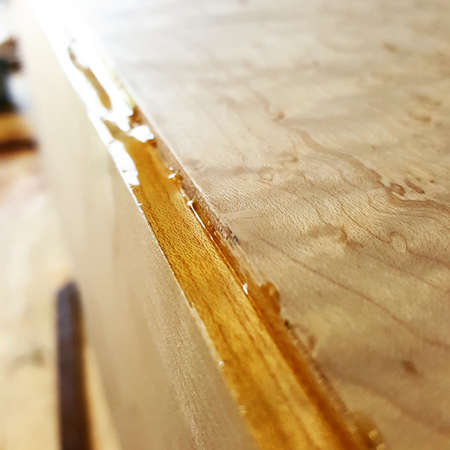Wood glue drying on jewelry box Reklamní fotografie