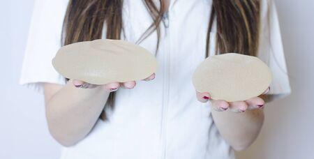 Silicone breast implants. Nurse holding implants. Doctor holding implants. Plastic surgery 版權商用圖片
