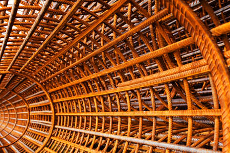 rejas de hierro: Round mesh reinforcement for columns, view from inside