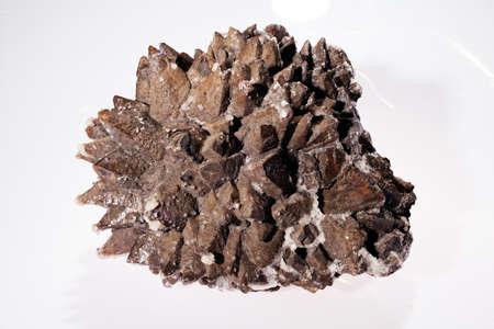 흰색 배경에 siderite