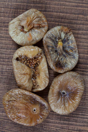 Dried figs on a wooden table, note shallow depth of field Imagens