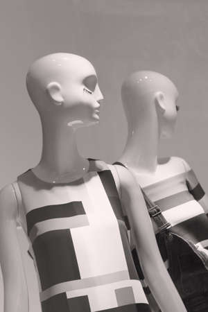 mannequins in a store window, note shallow depth of field Imagens