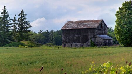 Beautiful rural Ontario landscape showing a rustic looking abandoned farm building Stock Photo - 7105415