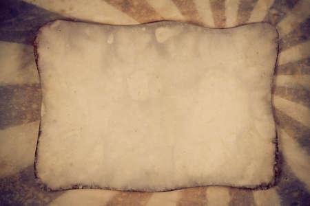 Retro grunge background sunburst con foglio di carta vecchia