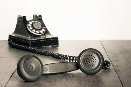 Jahrgang Telefonh�rer on old table Sepiafoto