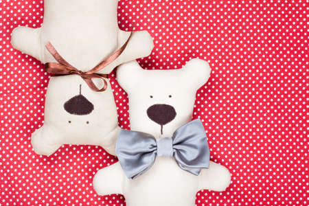 Toy bears couple on red cotton background Archivio Fotografico