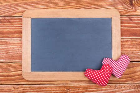 te negro: Valentine fondo de la tarjeta con los corazones y la pizarra