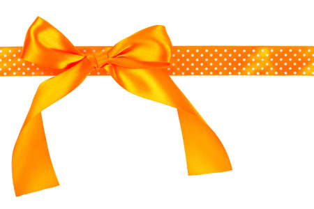 Arancione dono di prua e nastro su sfondo bianco Archivio Fotografico