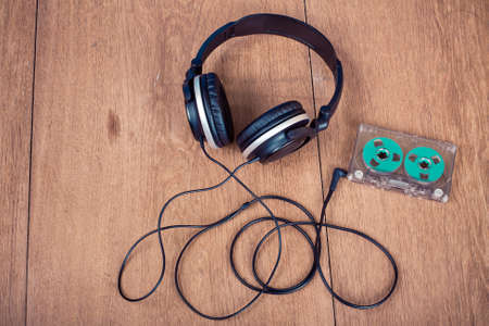 Retro roll cassette and headphones on wood concept Banque d'images