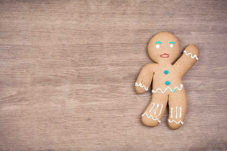 Gingerbread Man on old wood  Christmas card background Banque d'images