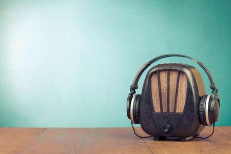 Retro radio en koptelefoon conceptuele foto Stockfoto