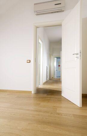holzboden: leeren Raum mit Hartholz Stock Lizenzfreie Bilder