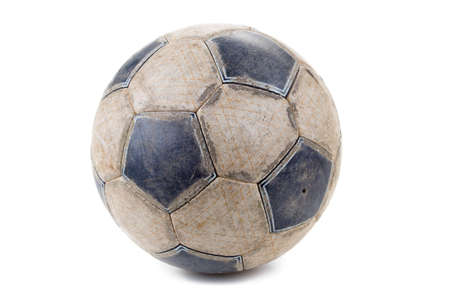 ballon foot: Sale ballon de football isol� sur fond blanc