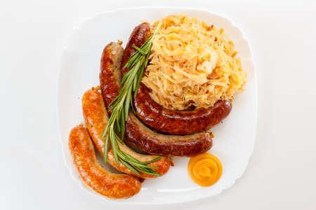 kohl: Octoberfest menu, plate of sausages and sauerkraut. Oktoberfest meal.