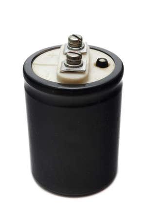 electrolytic: Condensador electrol�tico con negro de dos m�s Clem y menos. Aislado en el fondo blanco Foto de archivo