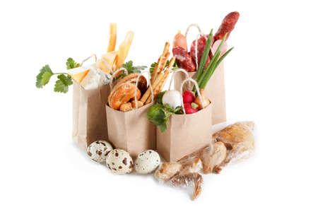 Un conjunto de productos en paquetes. El concepto de la venta, compra y entrega de productos. Aislado en blanco Foto de archivo