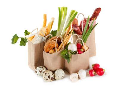 Un conjunto de productos en paquetes. El concepto de la venta, compra y entrega de productos. Aislado en blanco