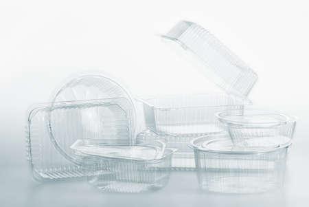 envases plasticos: El grupo de rectángulo contenedores de plástico transparente del paquete de alimentos en el fondo blanco