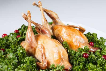 karkas: Gehele gamebird geroosterd met zoetzure cranberry saus en peterselie