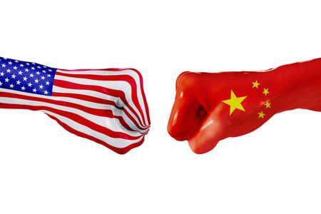 USA und China Landesflagge. Konzeptkampf, Krieg, Geschäftswettbewerb, Konflikt oder Sportveranstaltungen, lokalisiert auf Weiß