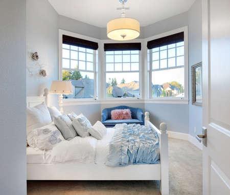 chambre à coucher: La chambre de Belle Enfant dans la maison de luxe