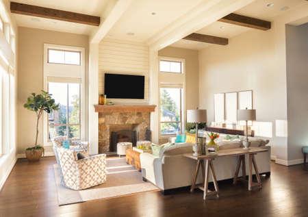 Eingerichtetes Wohnzimmer in Luxus-Haus