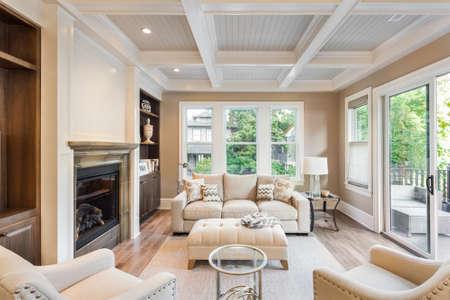 새로운 럭셔리 홈 나무 마루와 함께 아름 다운 거실