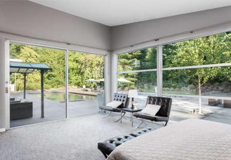 Ingerichte slaapkamer in het nieuwe huis Stockfoto