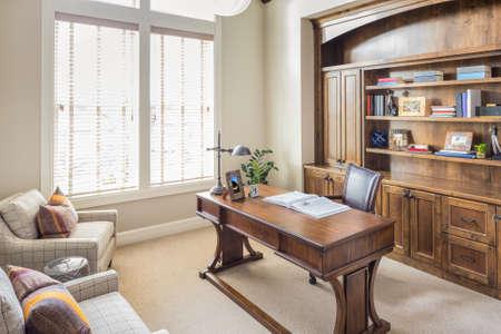 trabajando en casa: Estudio en casa de nueva construcci�n