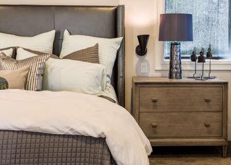 新しい家での家具寝室インテリア