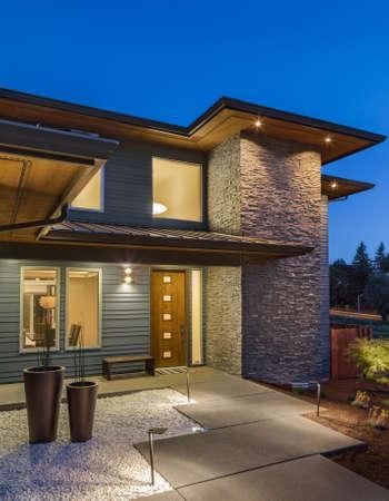 New Home Exterior at Night, Vertical Orientation Standard-Bild