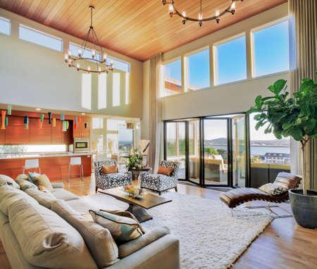 case moderne: Soggiorno in casa di lusso