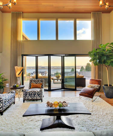 Living Room with View in Luxury Home 版權商用圖片 - 53600916
