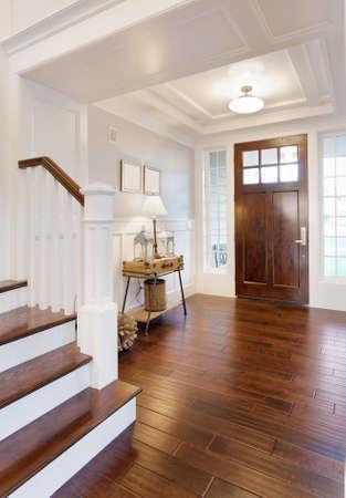 Foyer und Eintritt in neue Luxus-Haus Standard-Bild - 63452082