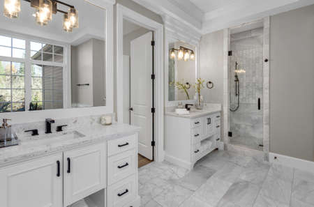 Beautiful bathroom in new luxury home with two vanities, sinks, and mirrors. Imagens