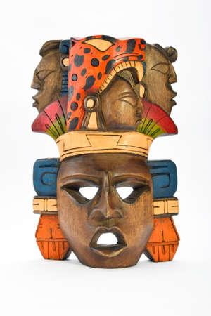 ジャガーと白い背景に分離された人間のプロファイルを轟音とともにインド マヤ アステカ木製塗装マスク