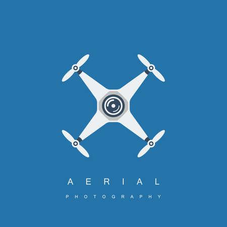 カメラでドローンまたは quadrocopter アイコン。空中写真や映像のコンセプトです。青の背景に分離されました。