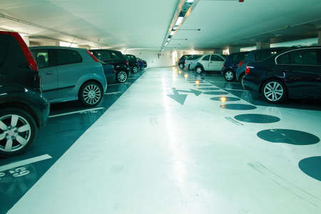 parked: Parkeren in de parkeer garage