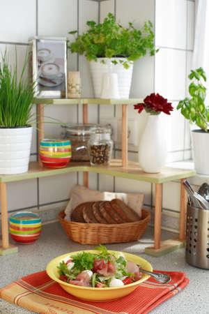 potherb: Interior de la cocina en casa de la familia