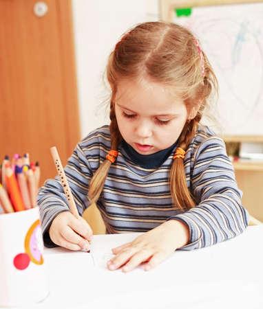 kiddies: Cute girl painting