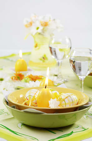 seeting: Place seeting for Easter in green and yellow tone
