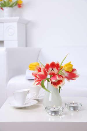 florero: Tiempo para el relax y la lectura - casa interior en blanco tono