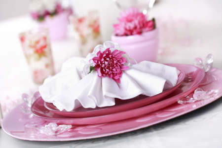 Place setting in violet and white - for Valentine or other event Stok Fotoğraf - 6555979